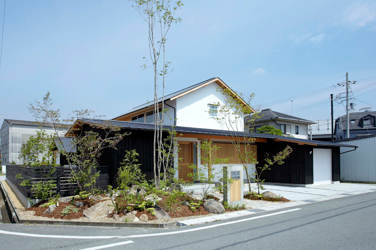 和の趣を感じさせる外観 小笠原建築研究室 一戸建て住宅 木 白色