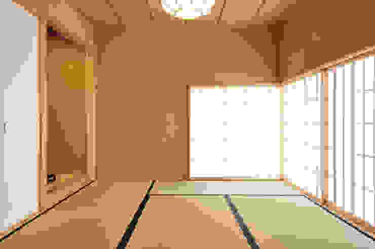 和室 モダンデザインの 多目的室 の 小笠原建築研究室 モダン 木 木目調