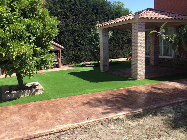 Reforma de jardínes con césped artificial Jardines modernos: Ideas, imágenes y decoración de Allgrass Solutions Moderno