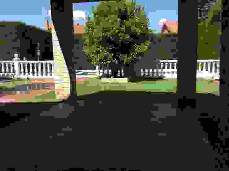 Hierba artificial Jardines de estilo moderno de Allgrass Solutions Moderno