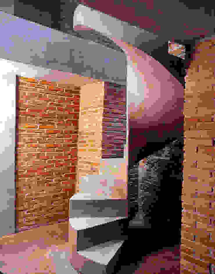 Stairs|wordwide 2004/2014 Ingresso, Corridoio & Scale in stile moderno di EMC | Architects Workshop Moderno