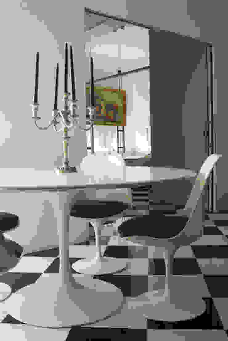 Villa EUR Roma 2010/1012 Soggiorno moderno di EMC | Architects Workshop Moderno