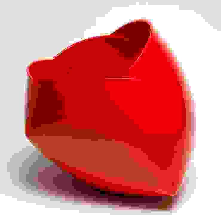 The Earthenware Ferrari:  Kunst  door Ann Van Hoey,
