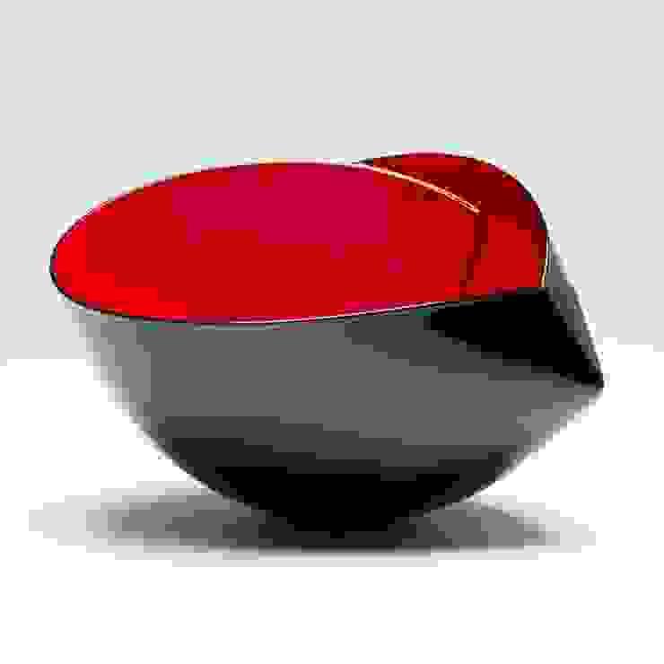 The Earthenware Ferrari van Ann Van Hoey Minimalistisch