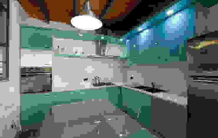 Cocinas de estilo moderno de Studio Arch. Matteo Calvi Moderno