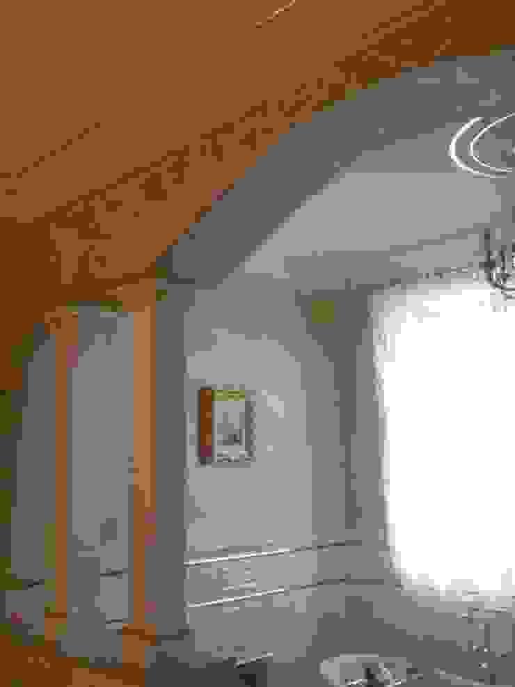 Classic style bathroom by Абрикос Classic