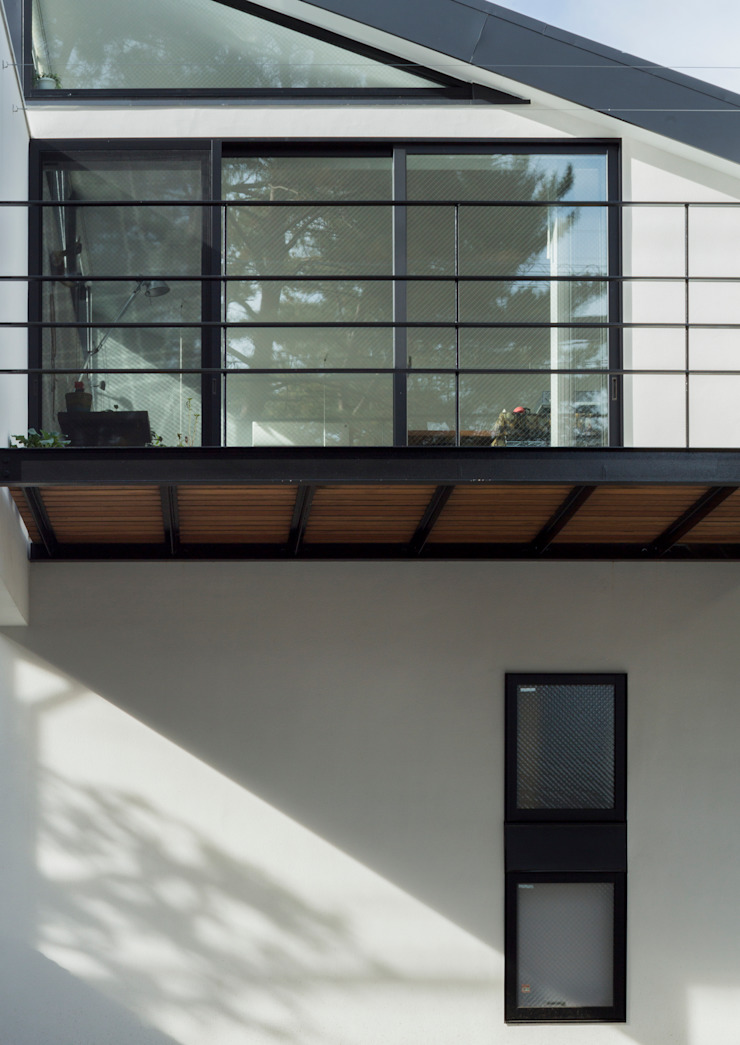 Modern windows & doors by Studio R1 Architects Office Modern