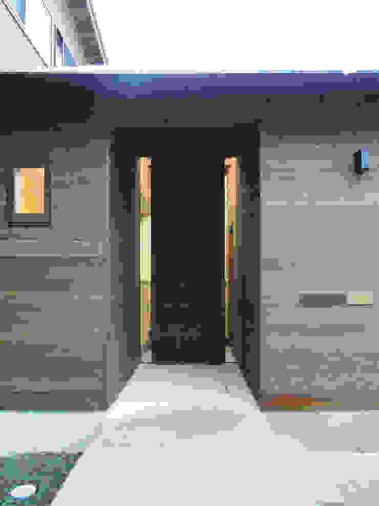 ポーチ ミニマルな 家 の 田所裕樹建築設計事務所 ミニマル