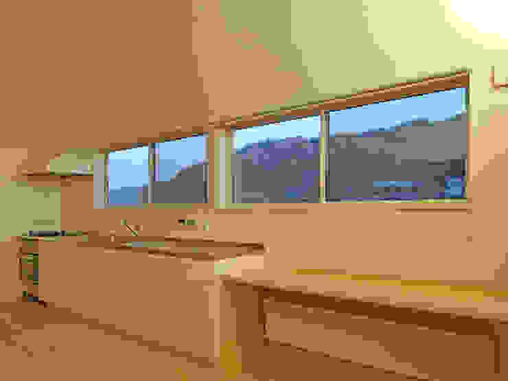 キッチンからの眺望 ミニマルデザインの キッチン の 田所裕樹建築設計事務所 ミニマル
