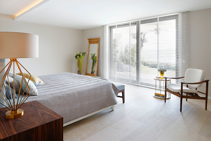 Modern Bedroom by Escapefromsofa Modern