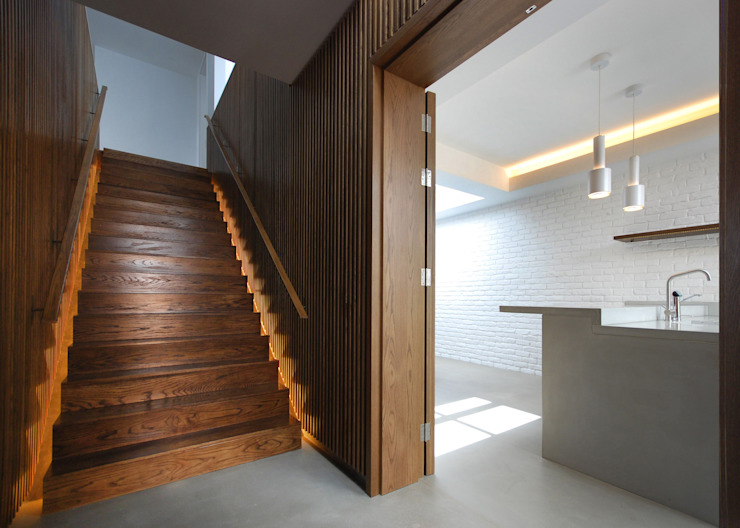 The Gables Modern corridor, hallway & stairs by Patalab Architecture Modern