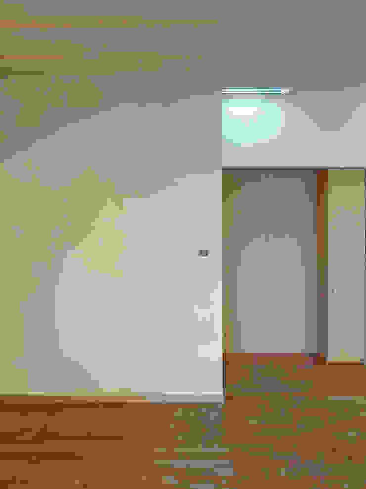 土漆喰の壁 ミニマルスタイルな 壁&床 の 田所裕樹建築設計事務所 ミニマル
