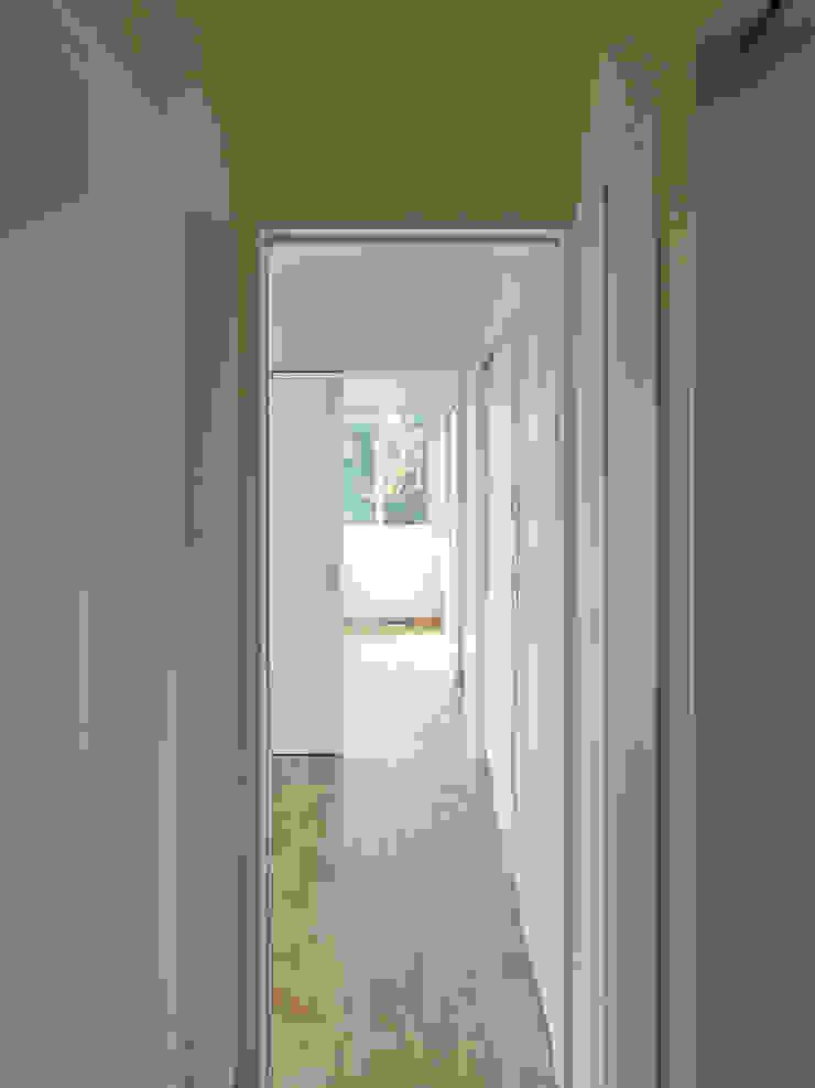 二間続きの寝室 ミニマルスタイルの 玄関&廊下&階段 の 田所裕樹建築設計事務所 ミニマル