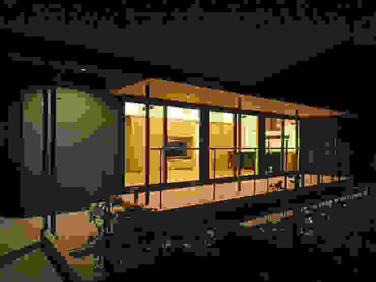 外観夜景 ミニマルな 家 の 田所裕樹建築設計事務所 ミニマル