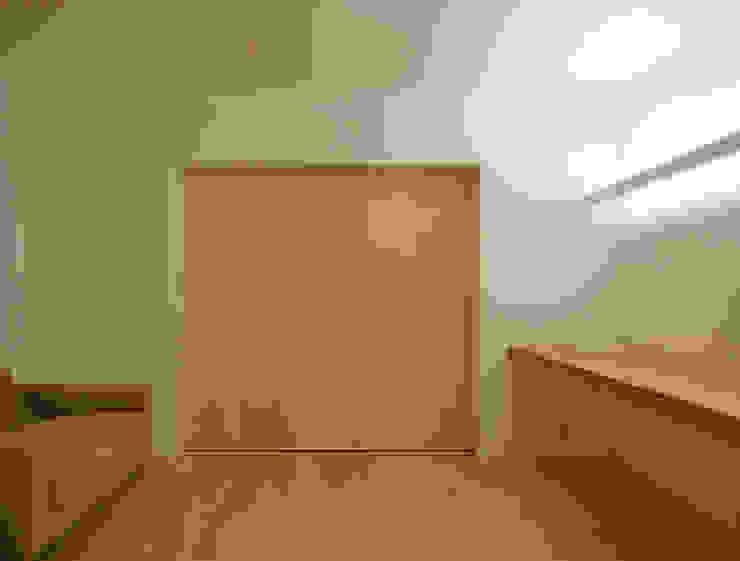 リビング間接照明兼デスク照明 ミニマルデザインの リビング の 田所裕樹建築設計事務所 ミニマル