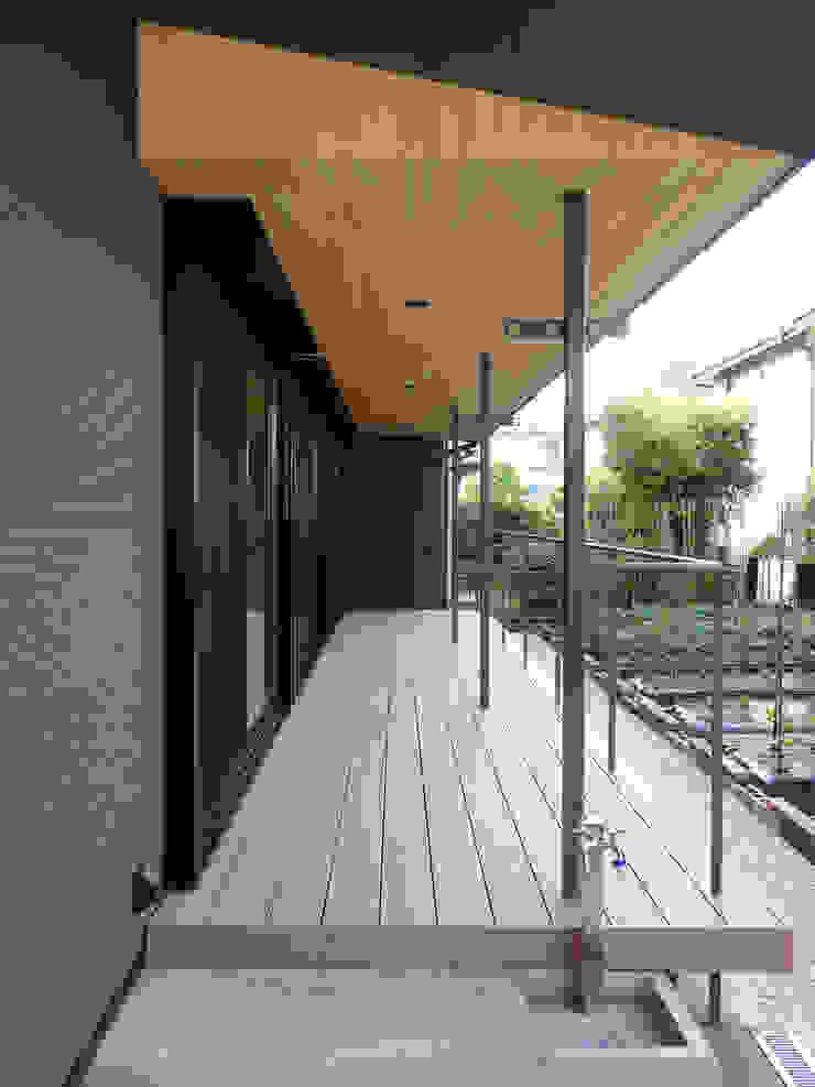 デッキテラス ミニマルデザインの テラス の 田所裕樹建築設計事務所 ミニマル
