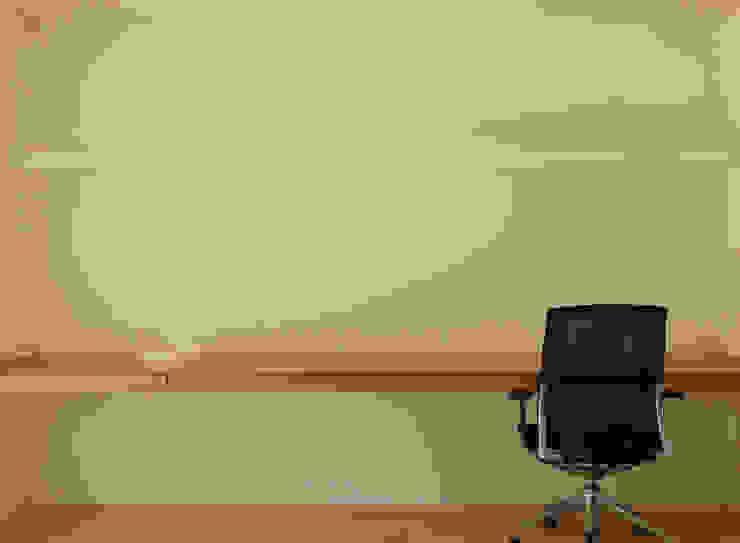 デスクカウンター ミニマルデザインの 書斎 の 田所裕樹建築設計事務所 ミニマル