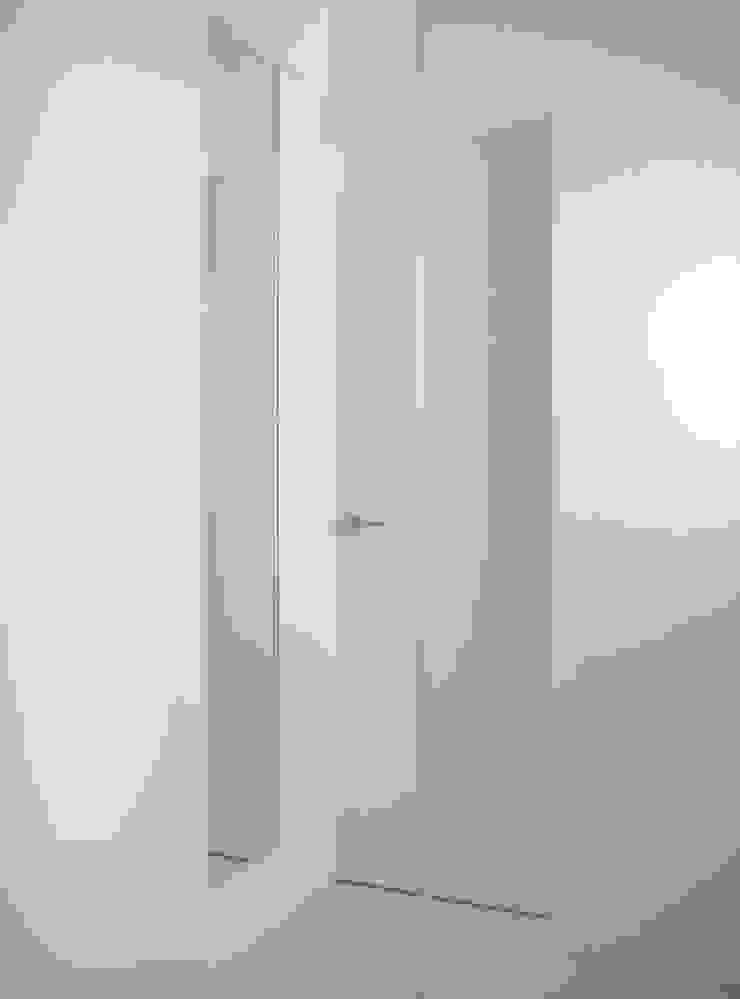 脱衣コーナー ミニマルスタイルの お風呂・バスルーム の 田所裕樹建築設計事務所 ミニマル