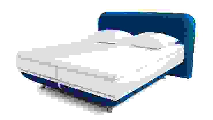 FreshBed iFo designbed in kleur RAL 5002 met hoofdbord in Kvadrat meubelstof: modern  door FreshBed, Modern