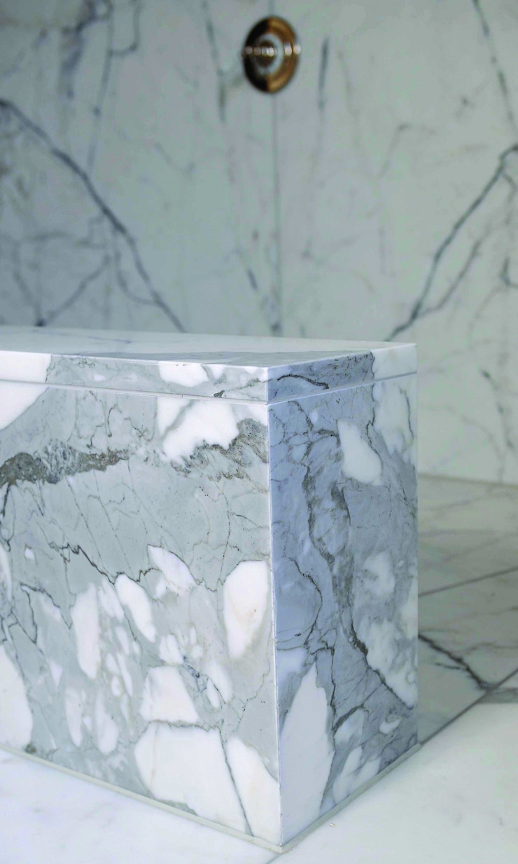 Statuary Marble Wetroom : classic  by Stone Age, Classic
