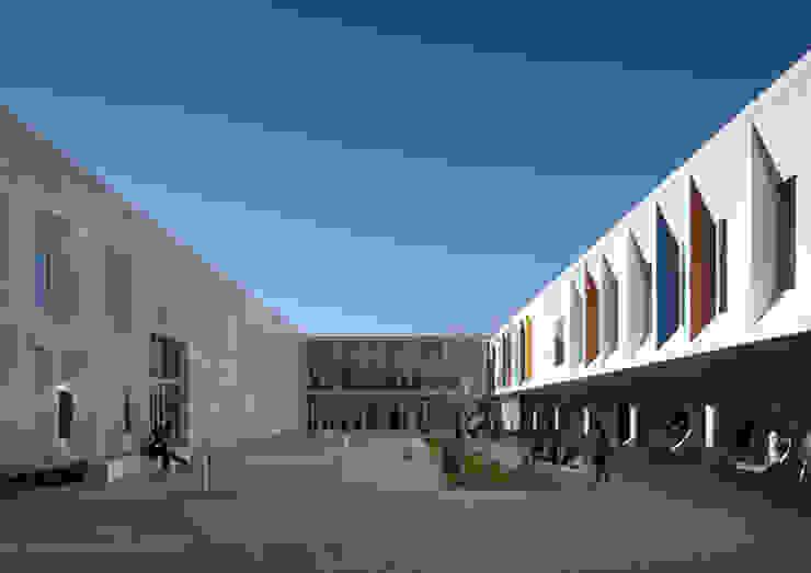 Escola Secundária Braamcamp Freire Escolas modernas por CVDB Arquitectos Moderno