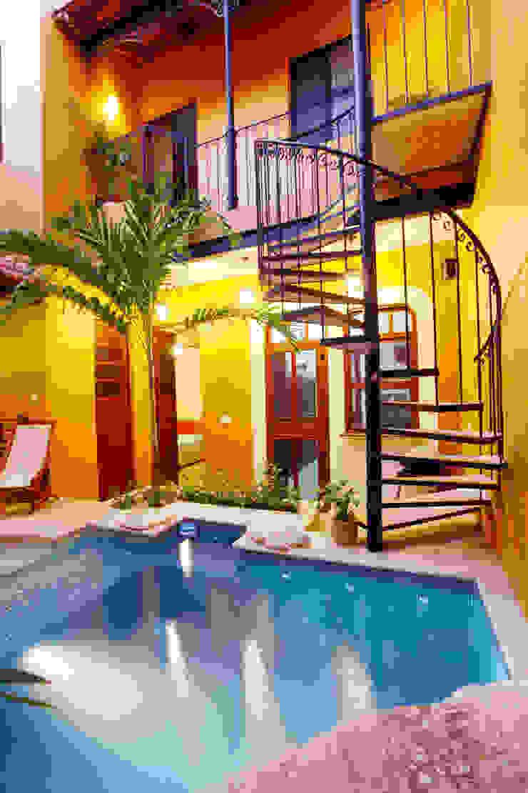 식민지스타일 발코니, 베란다 & 테라스 by Arturo Campos Arquitectos 콜로니얼 (Colonial)