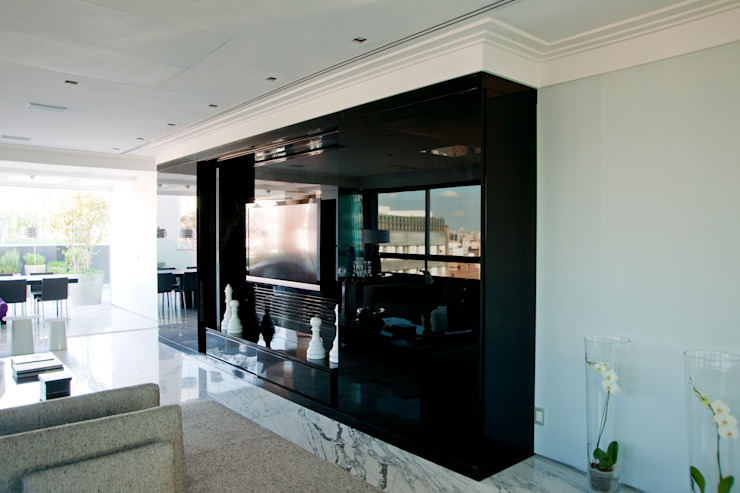 Classic style media room by Brunete Fraccaroli Arquitetura e Interiores Classic