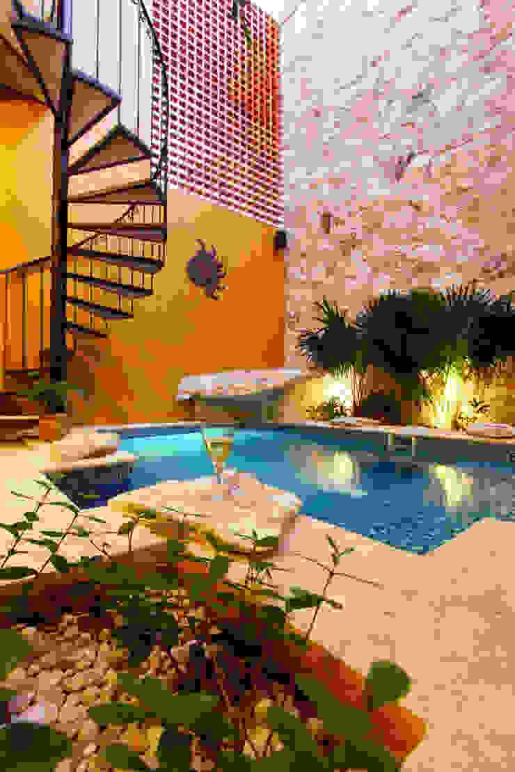 식민지스타일 수영장 by Arturo Campos Arquitectos 콜로니얼 (Colonial)