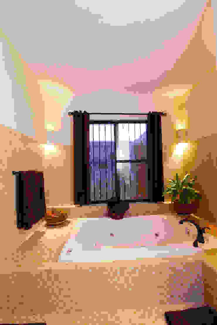 식민지스타일 욕실 by Arturo Campos Arquitectos 콜로니얼 (Colonial)