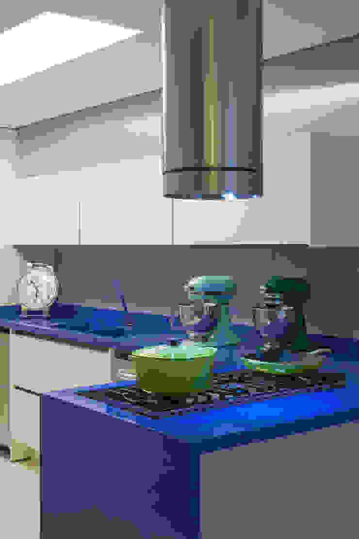 Apartamento Guarujá - São Paulo Cozinhas modernas por Brunete Fraccaroli Arquitetura e Interiores Moderno
