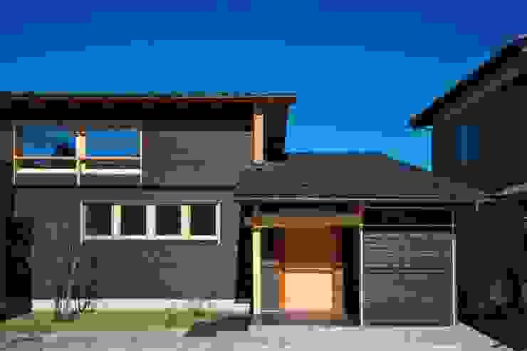 正面外観: DEMU建築設計事務所が手掛けた家です。,ラスティック