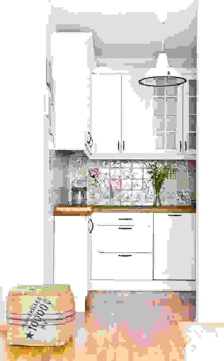 Mieszkanie letnie. Śródziemnomorska kuchnia od Miśkiewicz Design Śródziemnomorski