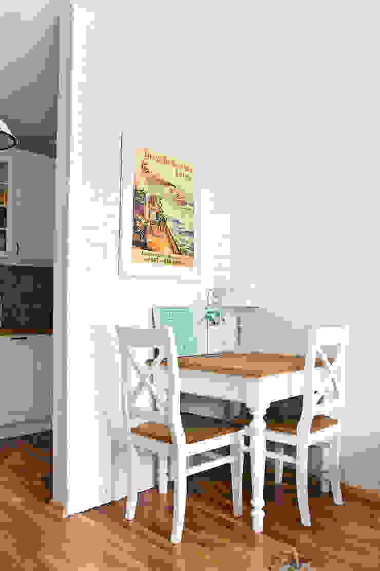 Mieszkanie letnie. Śródziemnomorska jadalnia od Miśkiewicz Design Śródziemnomorski
