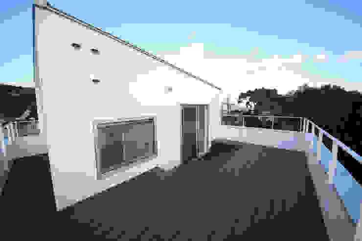Balcon, Veranda & Terrasse modernes par 一級建築士事務所・スタジオインデックス Moderne