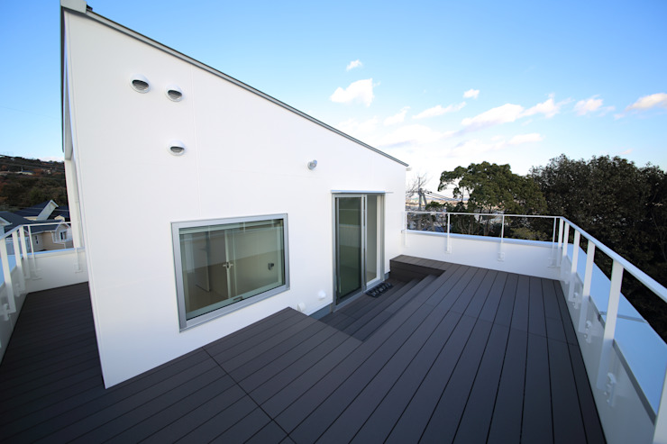 Modern terrace by 一級建築士事務所・スタジオインデックス Modern