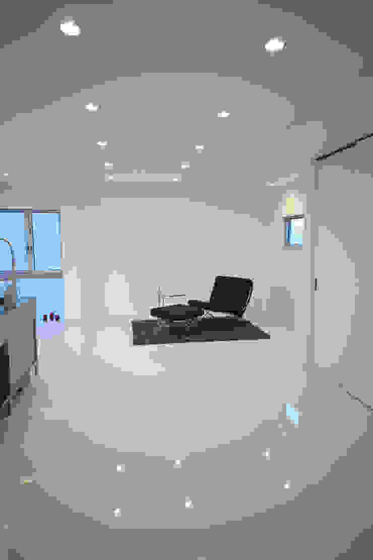 Salon moderne par 一級建築士事務所・スタジオインデックス Moderne