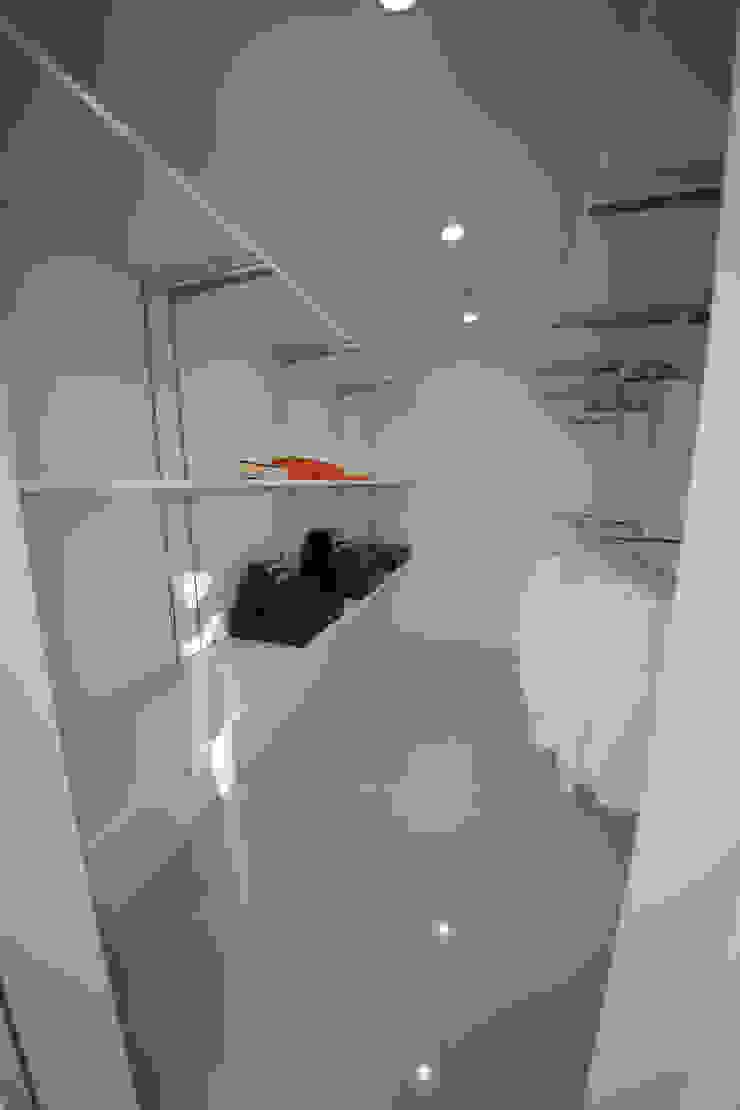 Modern dressing room by 一級建築士事務所・スタジオインデックス Modern