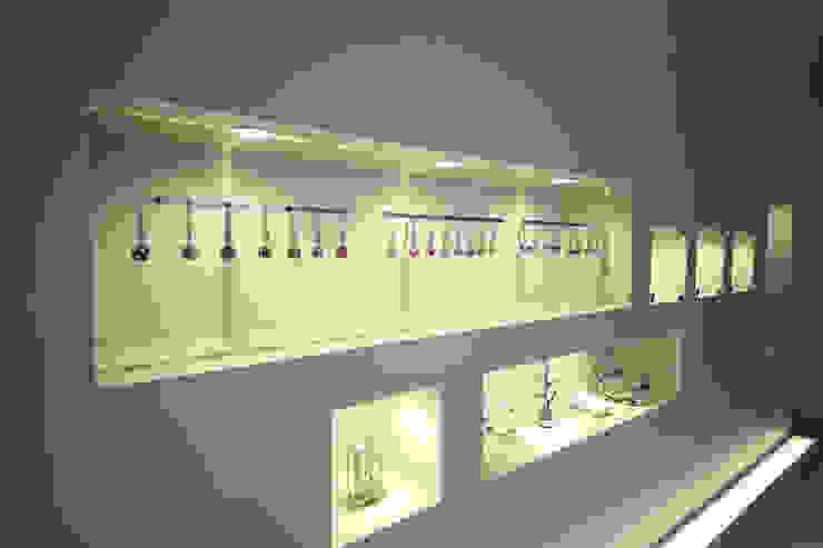Oficinas de estilo moderno de 一級建築士事務所・スタジオインデックス Moderno