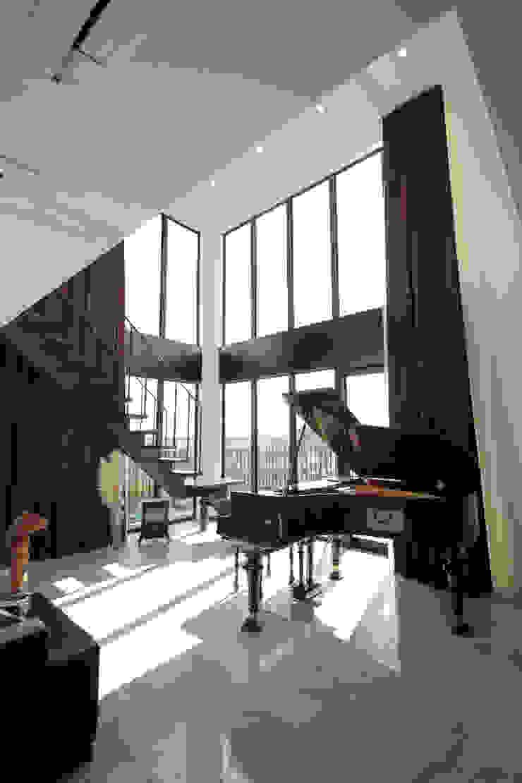 S邸ガレージハウス モダンデザインの リビング の 一級建築士事務所・スタジオインデックス モダン