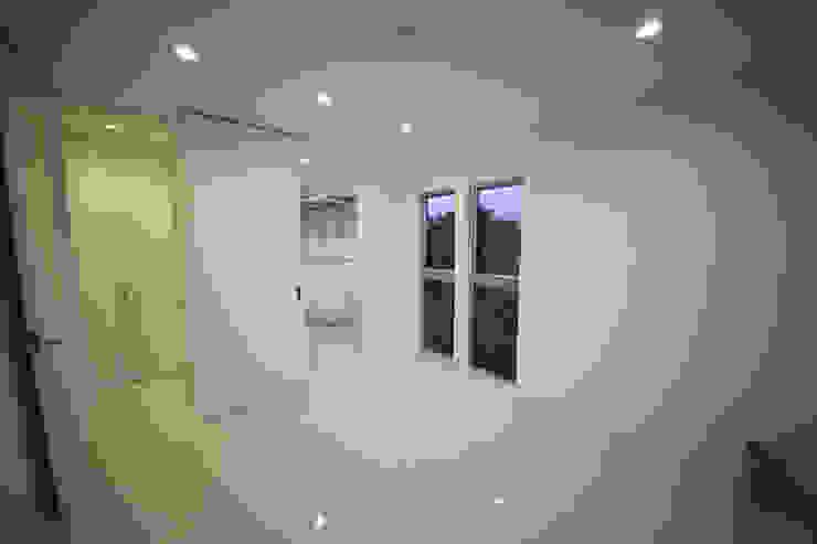 Chambre moderne par 一級建築士事務所・スタジオインデックス Moderne