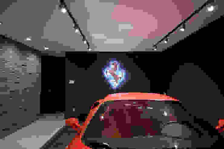 Garajes modernos de 一級建築士事務所・スタジオインデックス Moderno