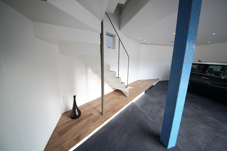 一級建築士事務所・スタジオインデックス ห้องโถงทางเดินและบันไดสมัยใหม่