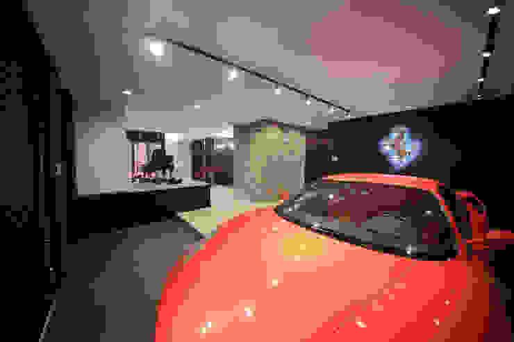 一級建築士事務所・スタジオインデックス Garagens e edículas modernas