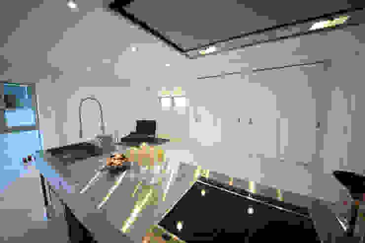 Modern living room by 一級建築士事務所・スタジオインデックス Modern