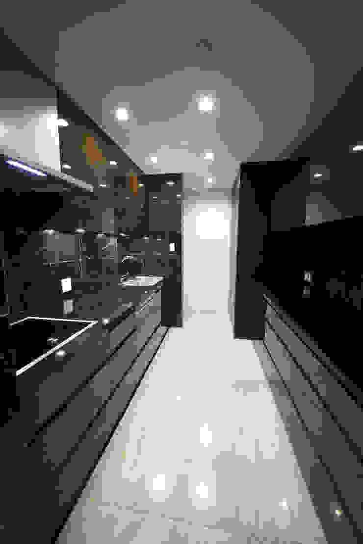 S邸ガレージハウス モダンな キッチン の 一級建築士事務所・スタジオインデックス モダン