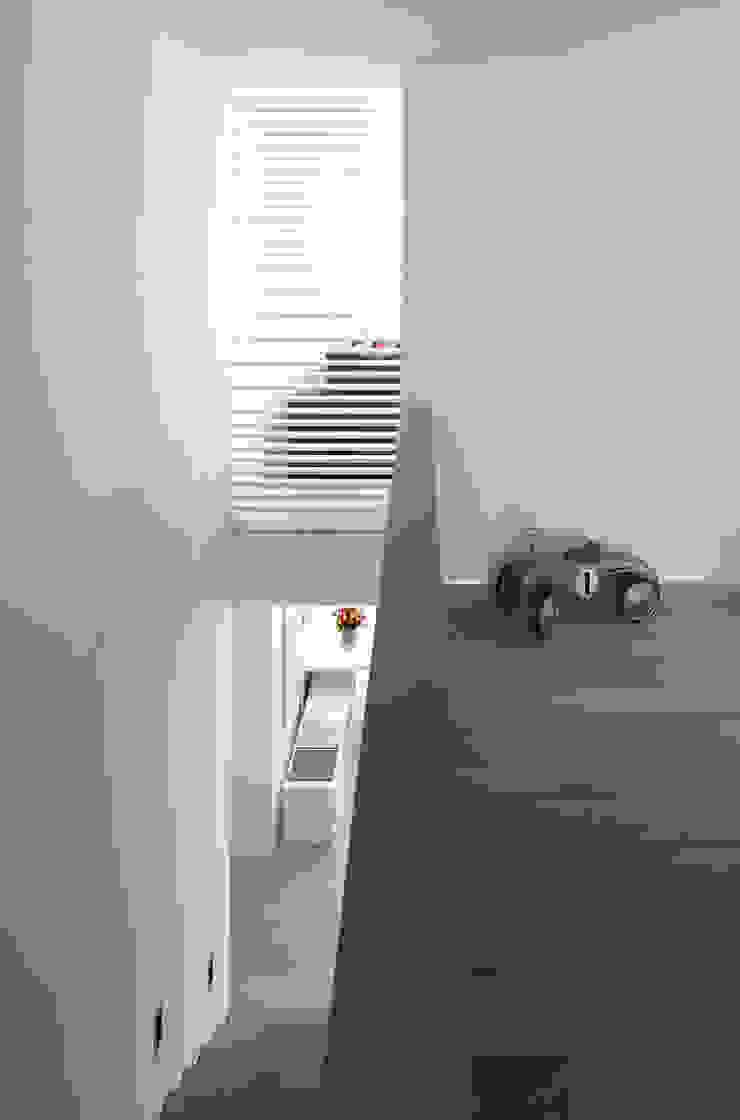 Mehrfamilienhaus_H Moderner Flur, Diele & Treppenhaus von Fachwerk4 | Architekten BDA Modern