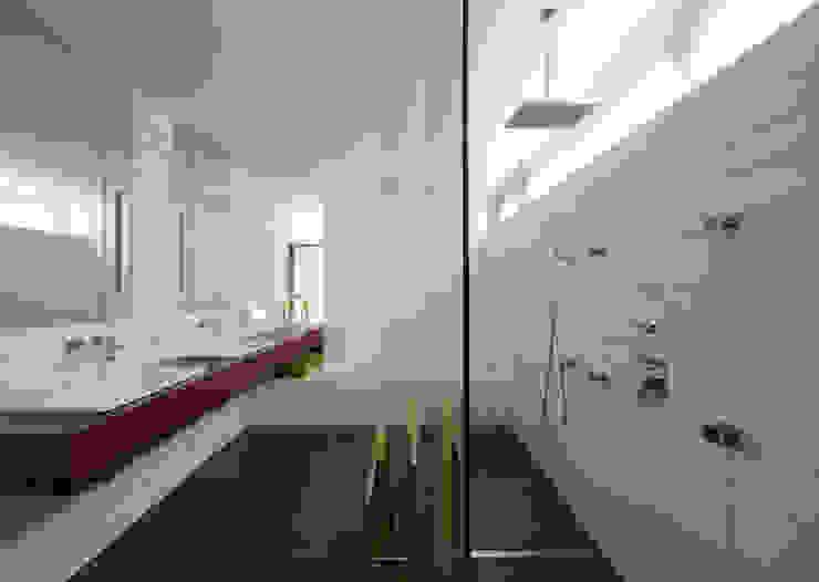 Mehrfamilienhaus_H Moderne Badezimmer von Fachwerk4 | Architekten BDA Modern