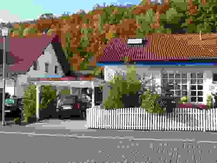 Einzelcarport aus Holz mit Schindelblende Deutsche Carportfabrik GmbH & Co. KG Garage/Schuppen