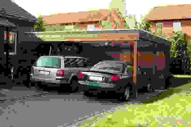 Doppelcarport aus Holz mit Geräteraum von Deutsche Carportfabrik GmbH & Co. KG Rustikal