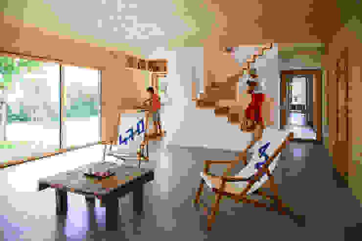 现代客厅設計點子、靈感 & 圖片 根據 TICA 現代風